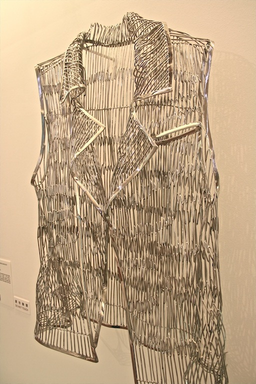 Man Fung Yi : Weaving Intimacy (Body Lines) No.J12009 – Stainless stee